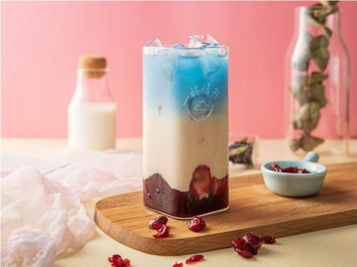 2019新式茶饮消费白皮书:中国茶饮市场的总规模在2019年将突破4000亿元